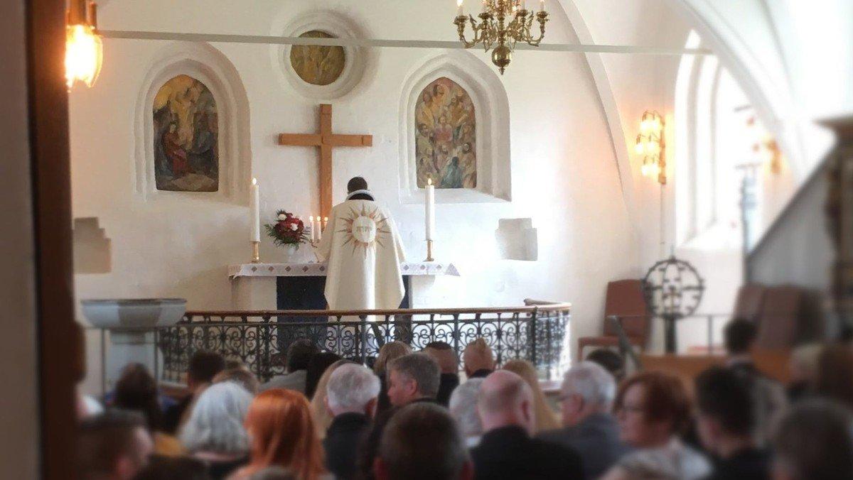 Højmesse med 1 dåb v/Jens Kaltoft