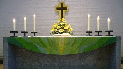 Pfingstgottesdienst in der Kirche und über youtube