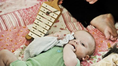 AFLYST Babysalmesang 2-6 måneder