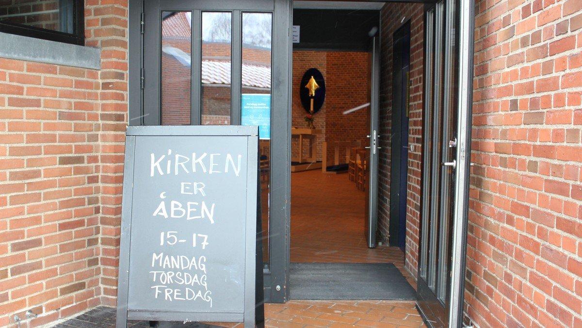 Åben Kirke - kirkerummet er åbent