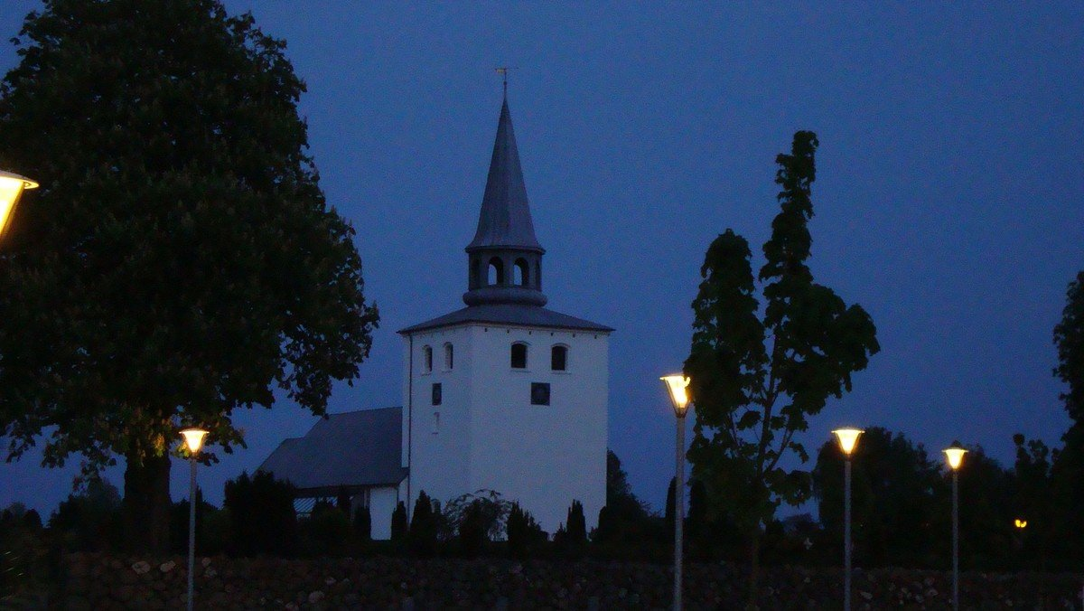 Hedensted Kirke - Open By Night