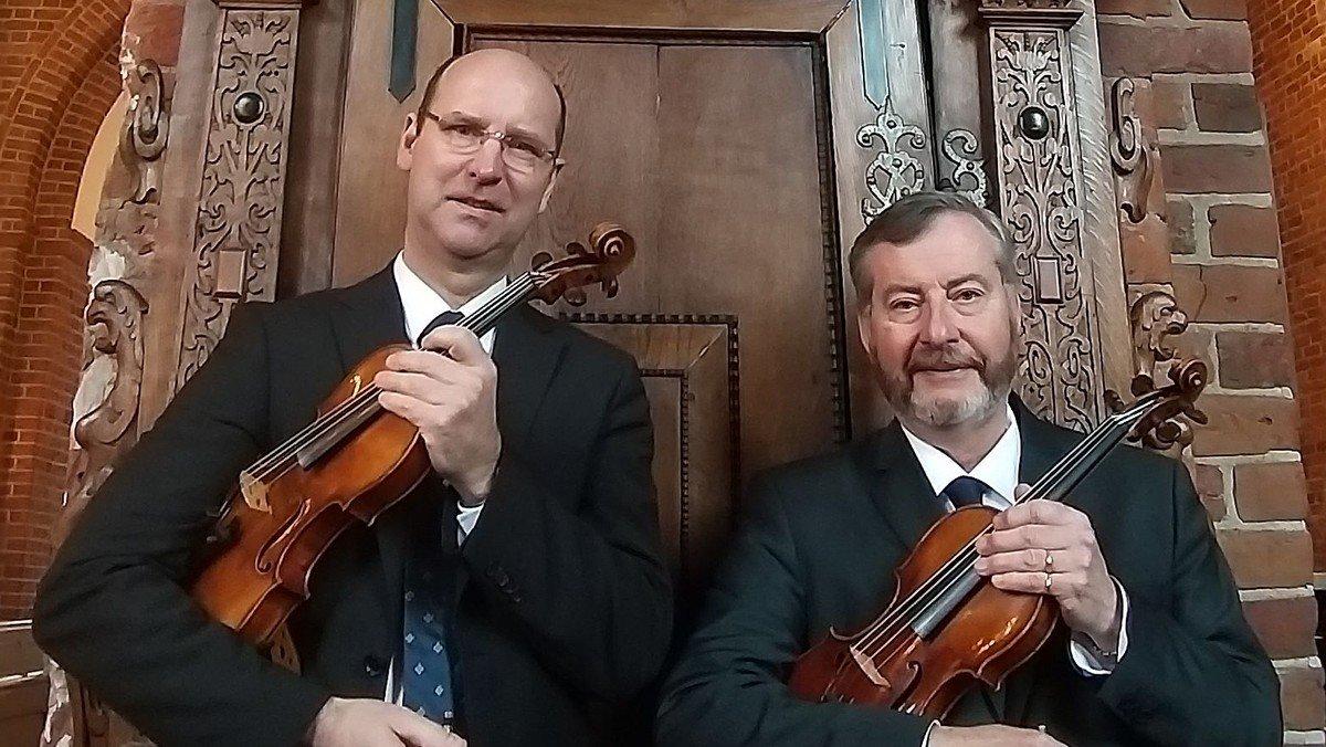"""VFK & Vennerne:  """"2 violiner og og en Steinway"""""""