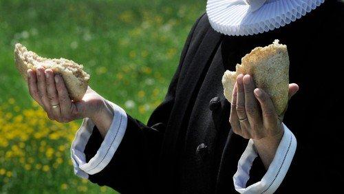 Friluftgudstjeneste i Astrup præstegårdshave
