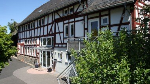 Outdoor-Gottesdienst hinter dem GMDH Eckelshausen