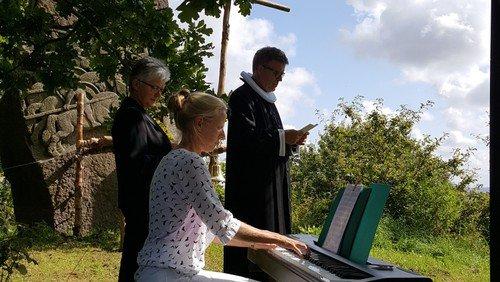 Friluftsgudstjeneste i Husby Hole