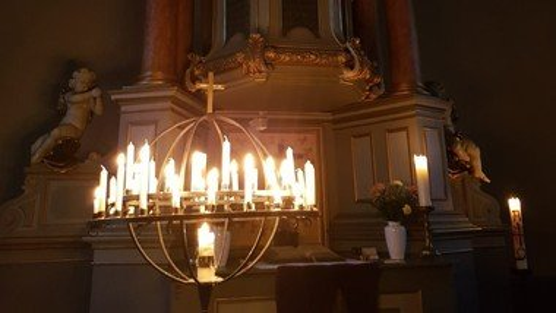 Offene Kirche und stille Andacht zum Glockenläuten
