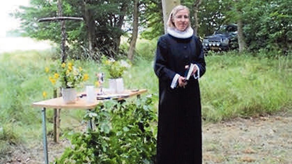 Skovgudstjeneste i Kirkens skov ved Pia Hjort Nielsen