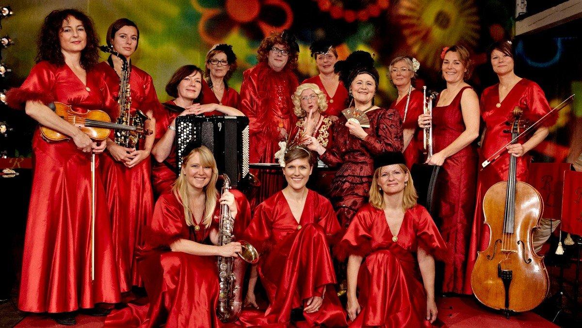 Koncert - 14 red ladies