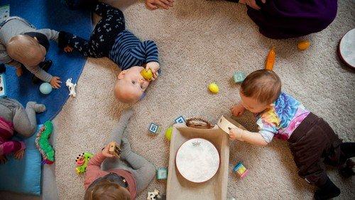 Babysalmesang , fysisk i kirken