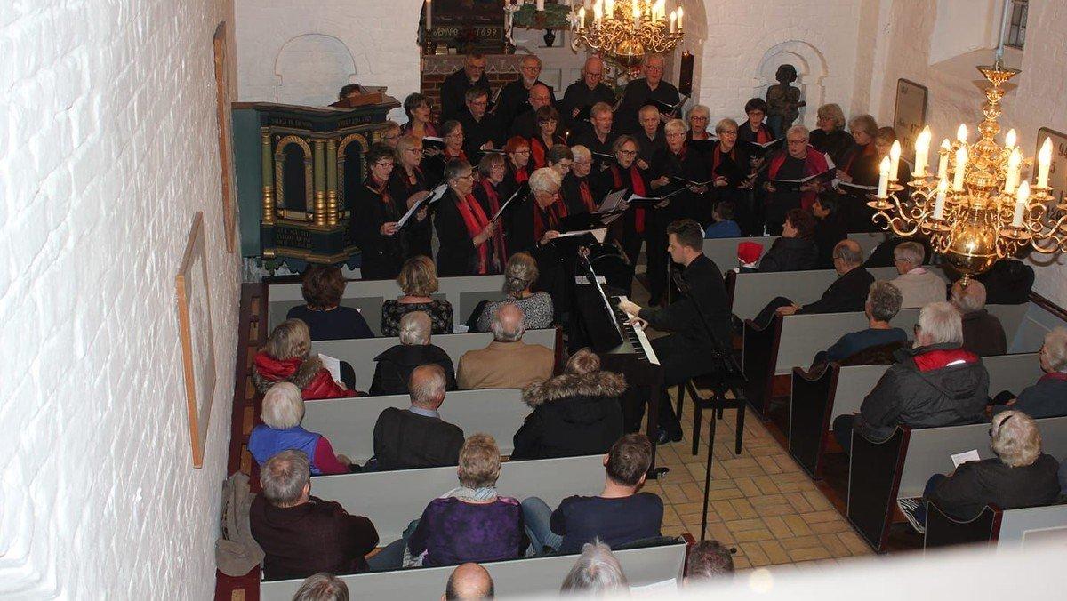 Aftensang i Ørum Kirke. Tema: Efterårets lyrik