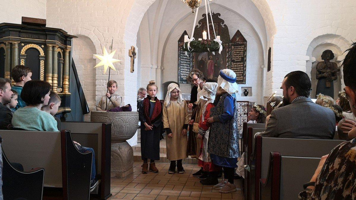 Familiegudstjeneste i Ørum Kirke og juletræsfest i Ørum Kultur- og Forsamlingshus