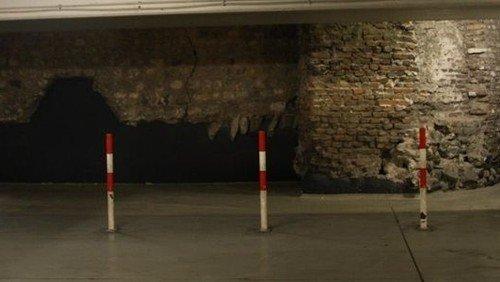 Oberirdisch und unterirdisch: Spaziergang entlang der römischen Nordmauer