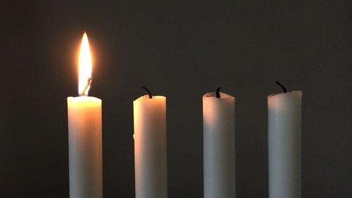 1. søndag i Adventsgudstjeneste i Vindinge kirke med efterfølgende brødauktion