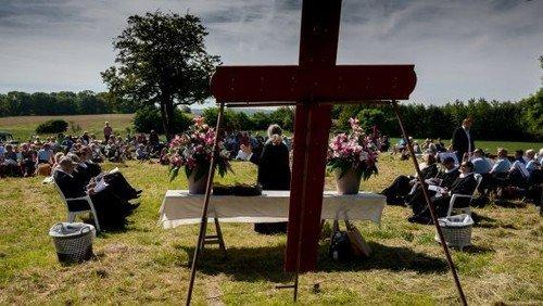 Friluftsgudstjeneste i Blistrup kirkes præstegårdshave, 2. pinsedag