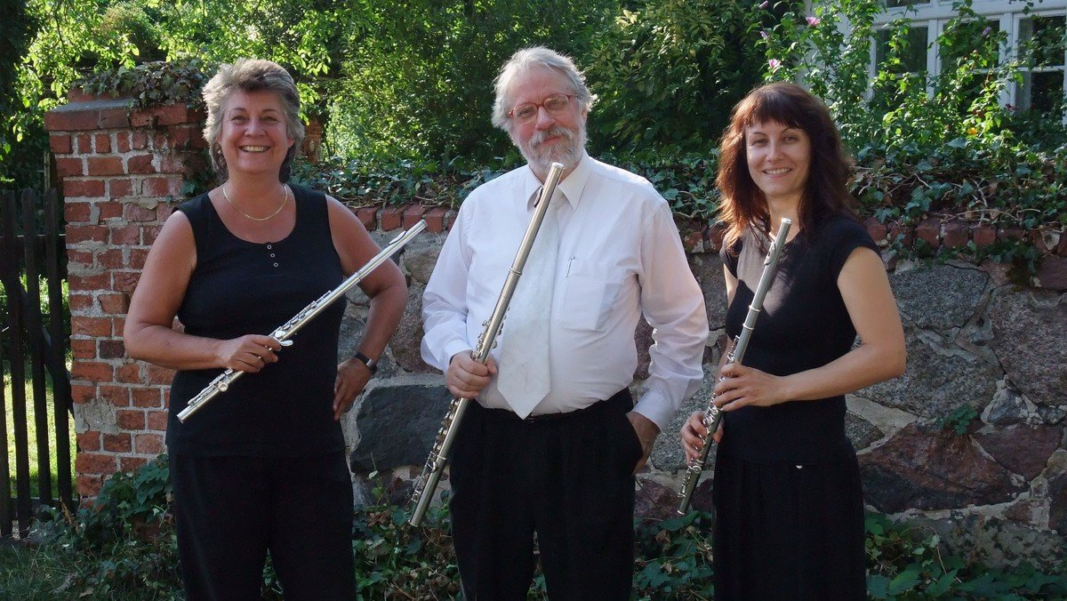 """MUSIC FOR A WHILE: Musik für 3 Flöten """"Fisch zu dritt"""" Über Schuberts""""Forelle""""u.a."""
