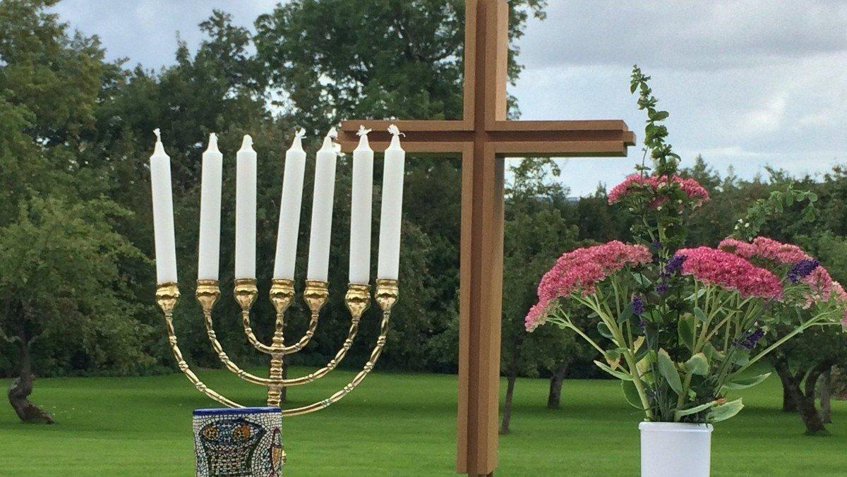 Gudstjeneste i præstegårdshaven