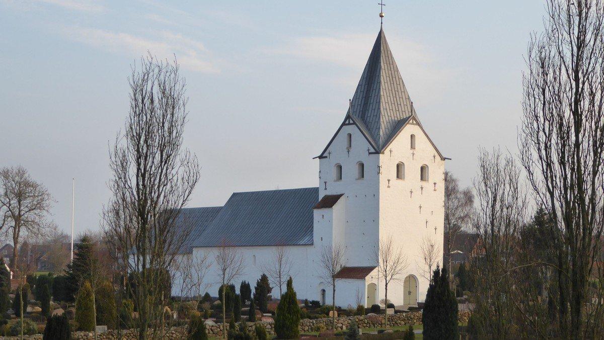 Gram kirke:  Gudstjeneste v.  Gjesing kl. 10.30