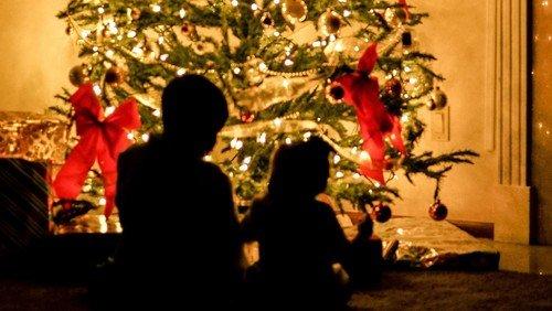 Mens vi venter... Jul for børn og bedste v. Trine Amalie Fog Christiansen
