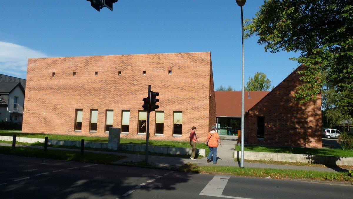 Freiluftgottesdienst im Garten des Gemeindezentrums Großziethen