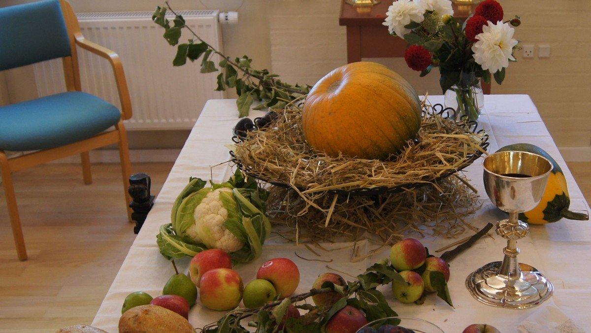 Høstgudstjeneste - frokost bagefter i forsamlingshuset