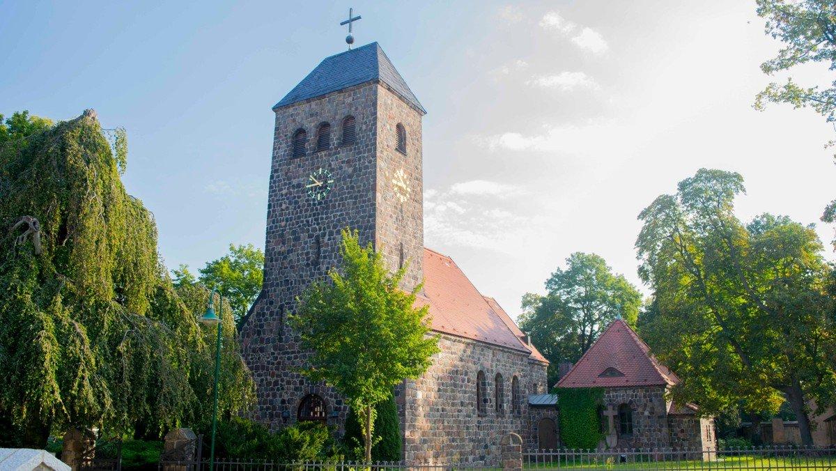 Gottesdienst mit Abendmahl in der Dorfkirche Schönefeld