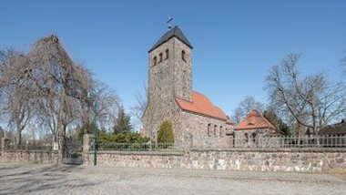 Freiluftgottesdienst neben der Dorfkirche Schönefeld