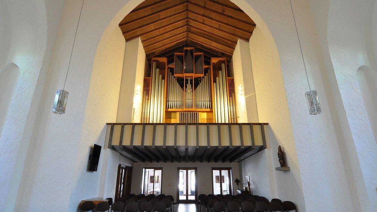 "Matthias Neumann an der Bente-Schuke-Orgel | Erstes Orgelkonzert im Heilsbronnen nach acht ""Dürremonaten"""