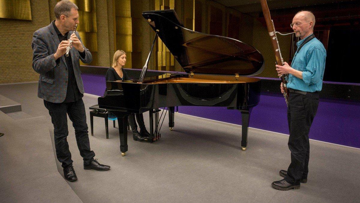 WienerCafé - Med Trio Laudetur
