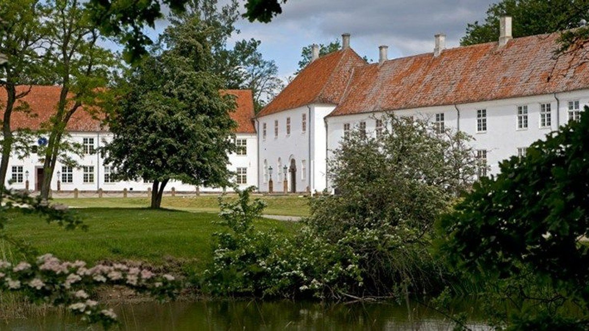 Gudstjeneste  i kirken på Wedellsborg