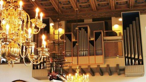 Festlige orgeltoner og ønskekoncert