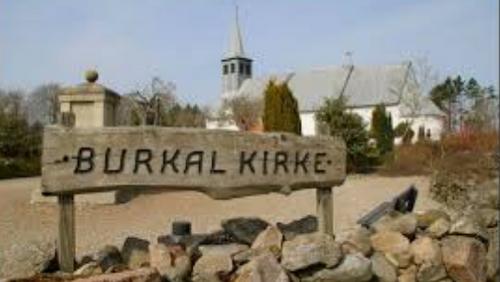 Burkal Kirke INGEN GUDSTJENESTE