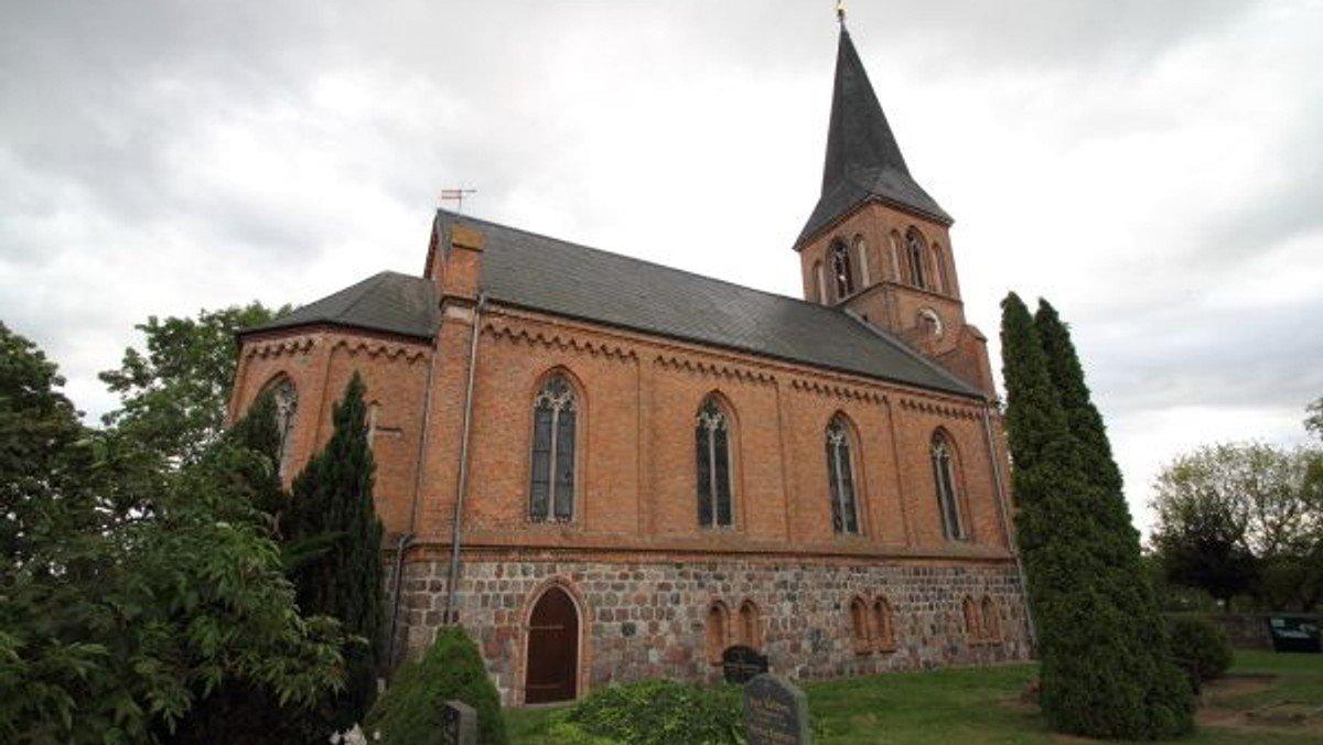 Gottesdienst in Berkholz mit Taufe