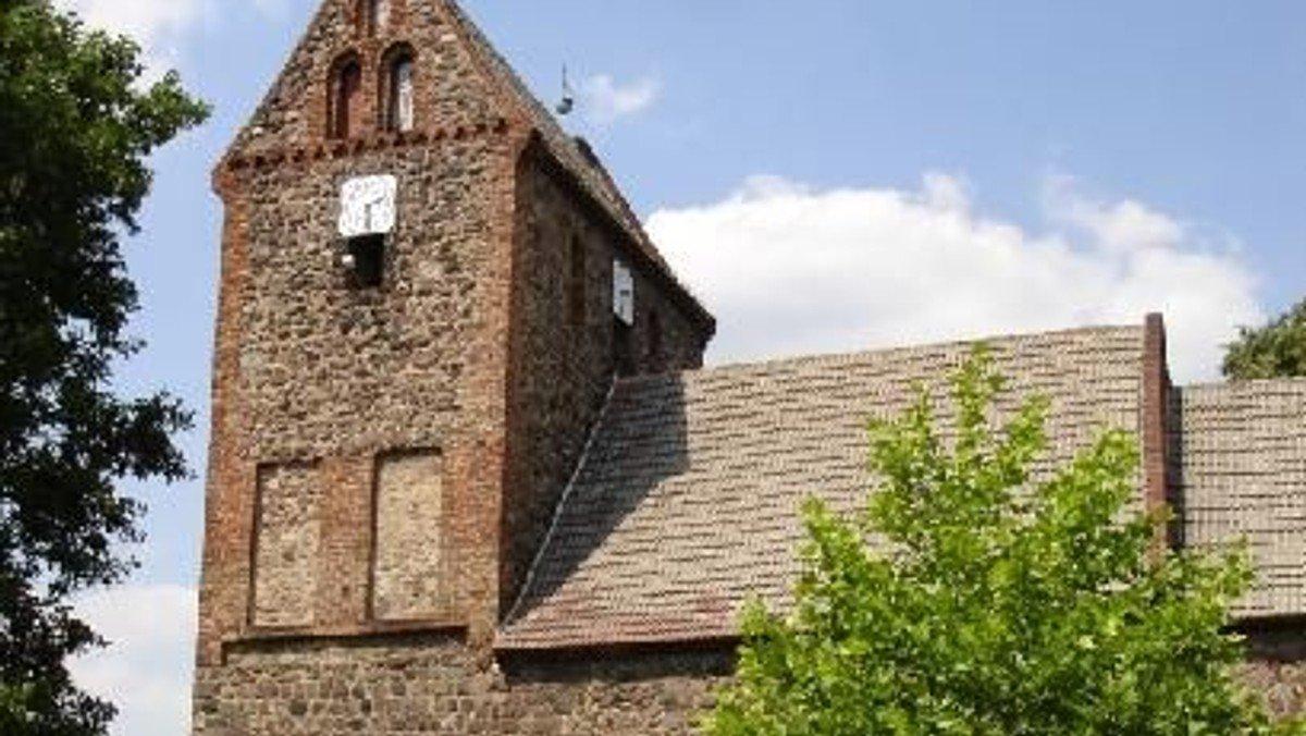 Denkmal, Gotteshaus und Symbol – die Kirche am Dorfteich in Lindenberg