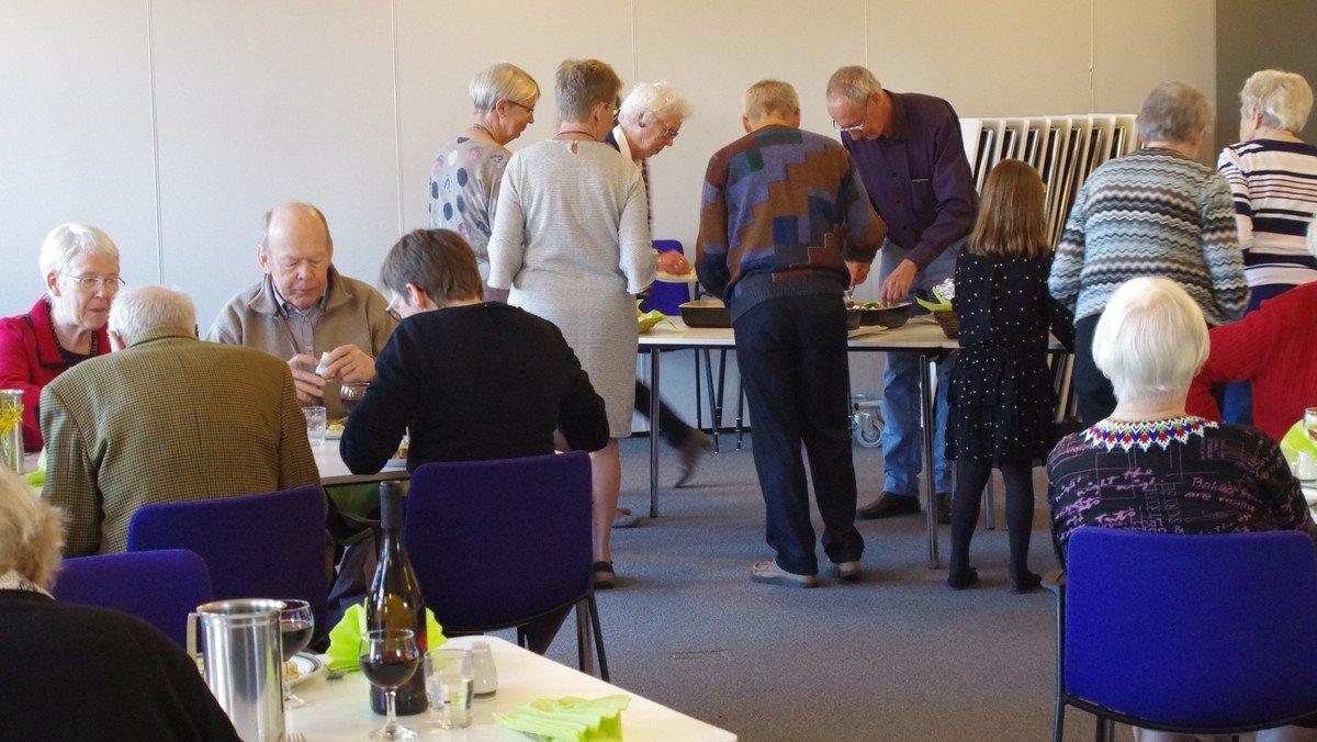 Folke-kirke-køkken. Et fællesskab for dem som ønsker at spise sammen med andre.