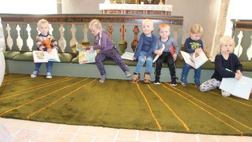 Minigudstjeneste i Bejstrup Kirke med bibeluddeling til de 3 årige