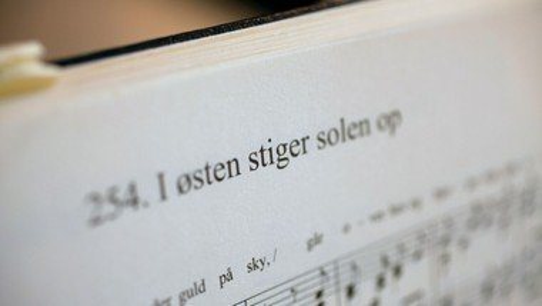 Sangaften med højskolesange i Vilslev Konfirmandstue