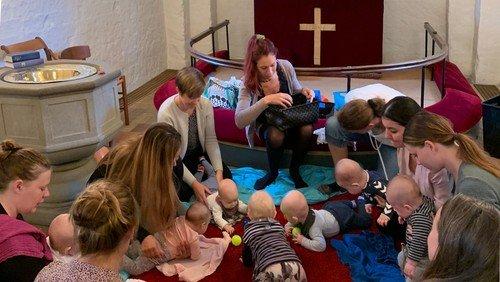 Babysalmesang i Ishøj Kirke