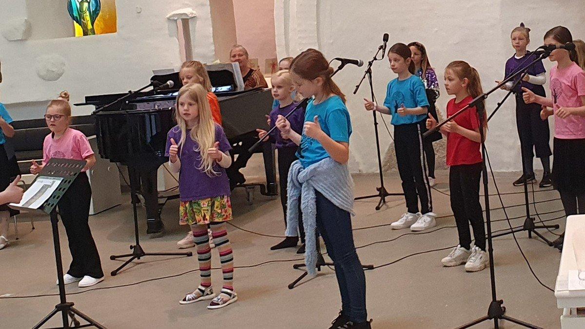 Singing Superkids