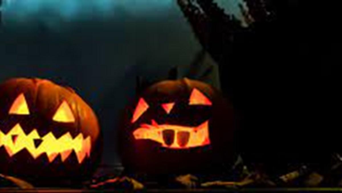 Slotskirken: halloweengudstj.