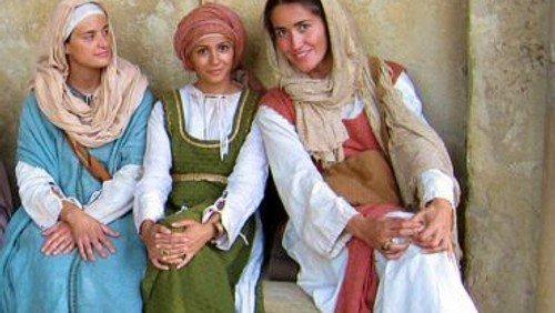 Hinter jedem Schleier ein Lächeln -Frauengruppe