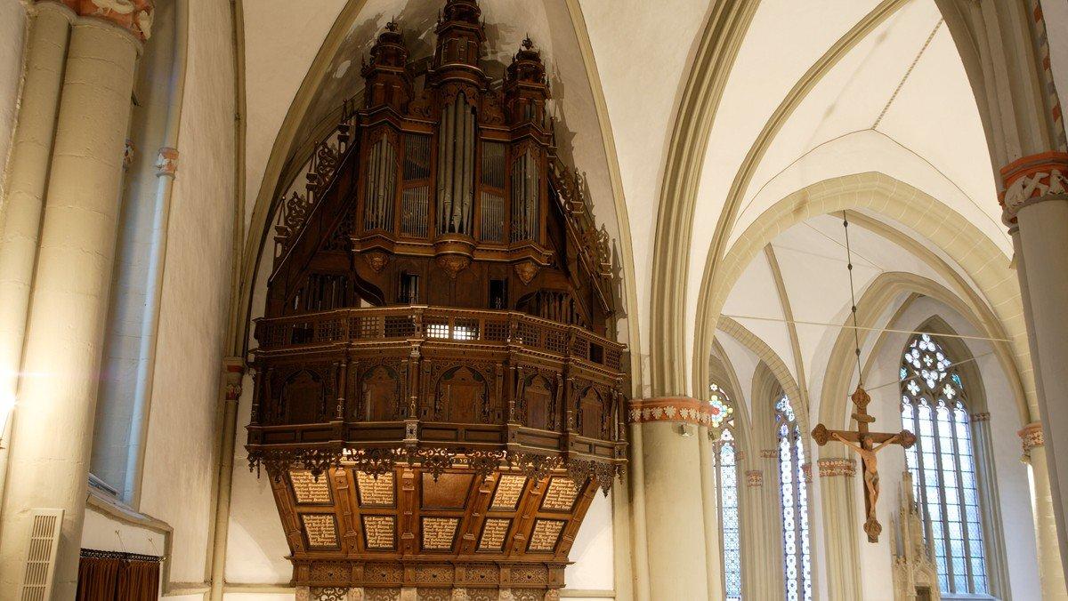 """""""Staub von Jahrhunderten"""" - Orgelführung in St. Marien"""