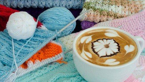 Café for alle strikkeglade i Kirkecentret