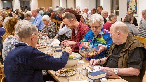 Fællesspisning i sognehuset