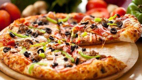 Familie-gudstjeneste med pizzaspisning