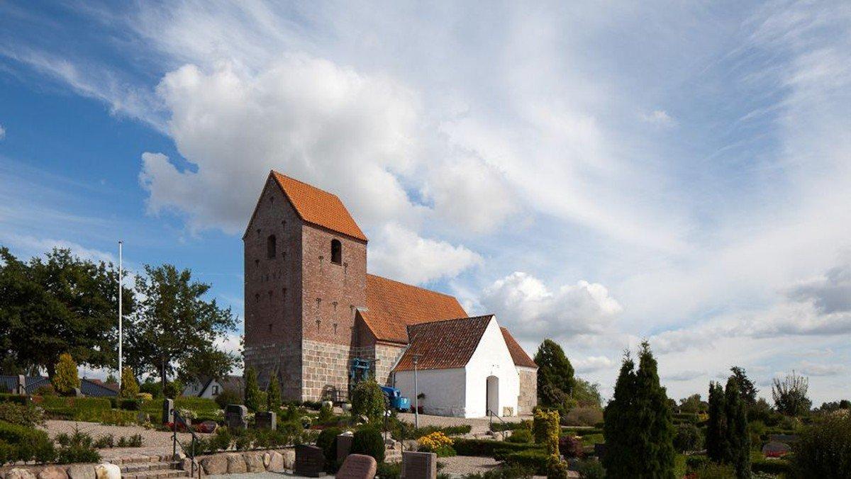 Gudstjeneste Valsgaard kirke m 1 dåb