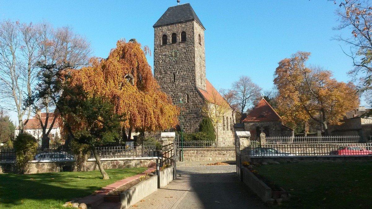 Gottesdienst in  der Dorfkirche Schönefeld, anschl. Kirchkaffee