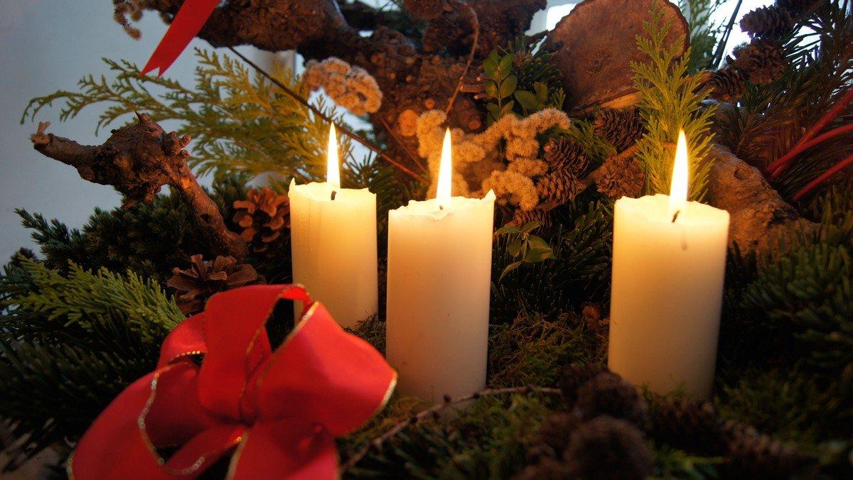 Familiegudstjeneste med juletræstænding i Valløby Kirke
