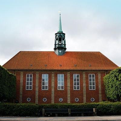 Lindevang Kirke ligger ved Peter Bangs Vej