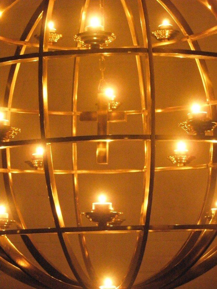 Lysglobe. Davids kirke, Koldinggade 11, 2100 København Ø. Foto Lene Herbert