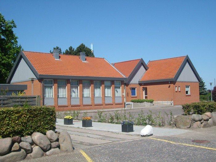 Den første Anneksgård til Brøndbyøster Kirke blev bygget i år 1583 og lå, hvor den nye kirkegård ligger i dag